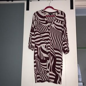 Banana Republic Dresses - Printed dress maroon and off white